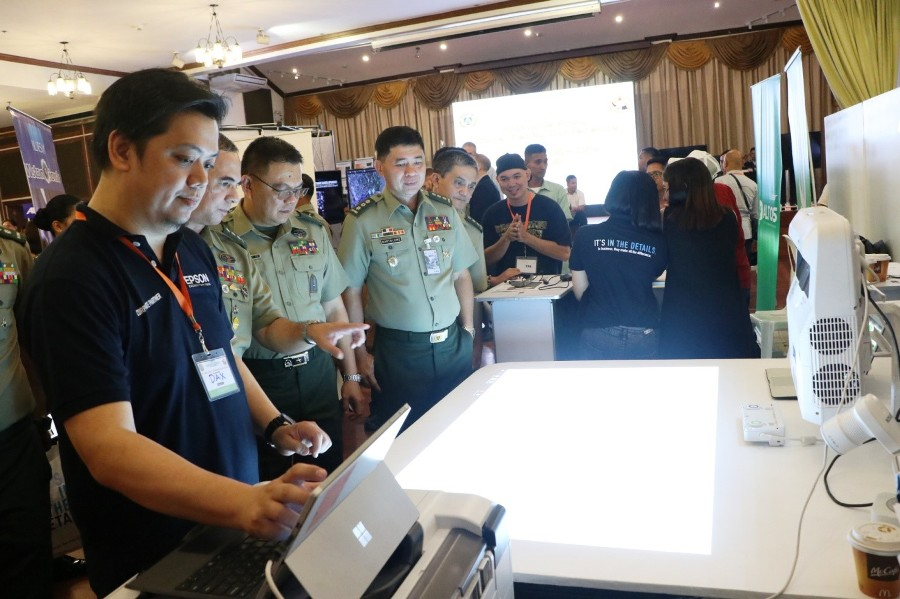 Army holds Signal Family Conference and Technology Day