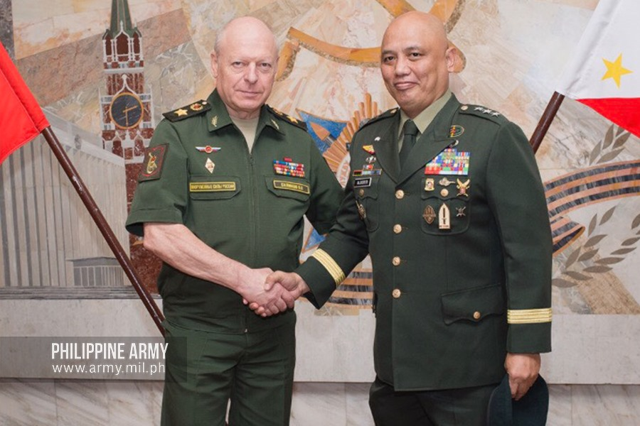 Army Chief pays visit to Russian Ground Forces
