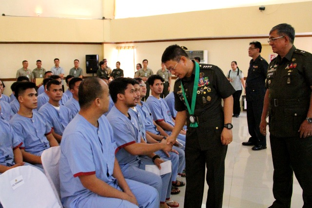 CSAFP visits wounded soldiers at Army hospital