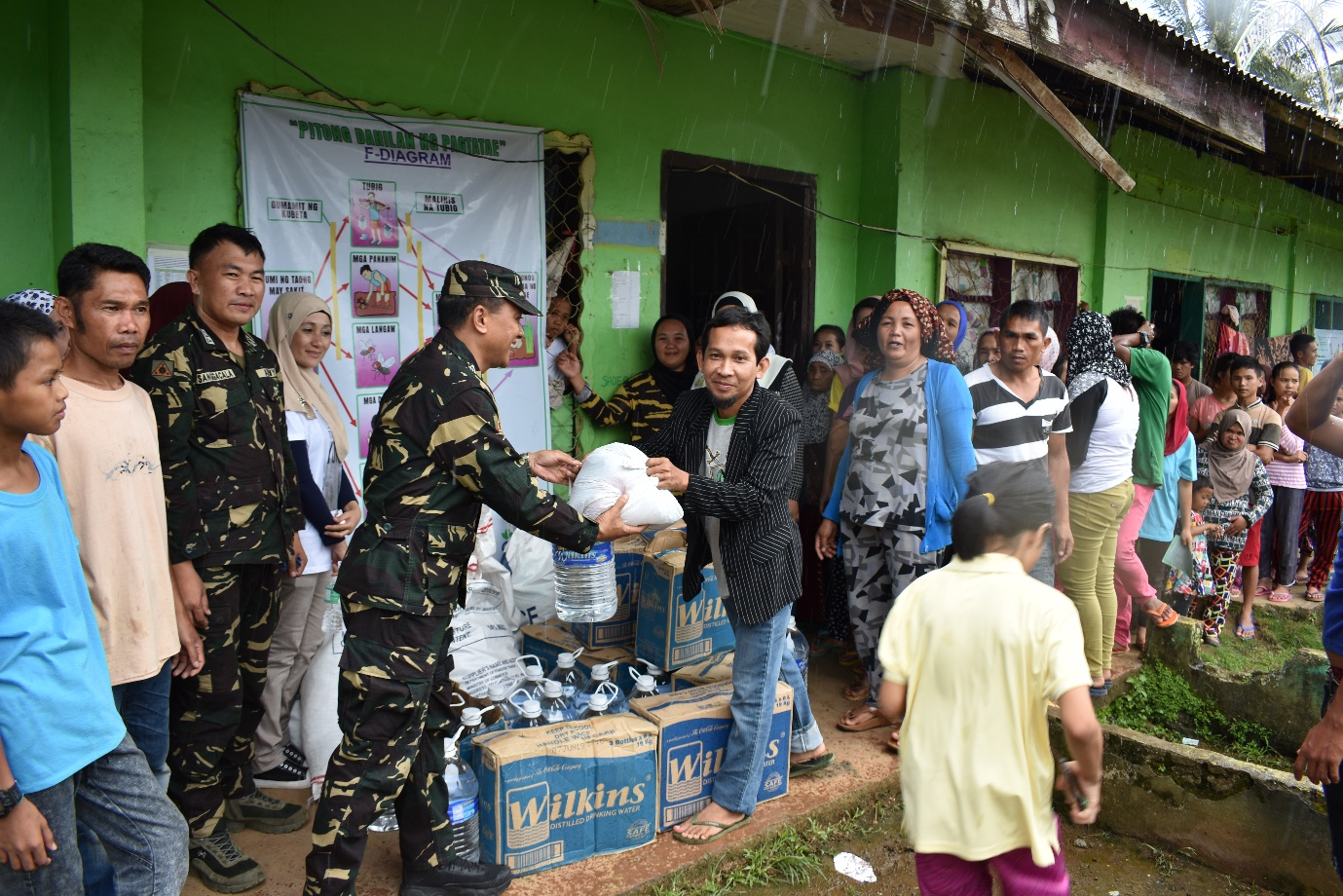 Joint Task Group Tabang to pursue the gift giving to the IDPs in Barangay Bubong, Saguiaran, Lanao Del Sur